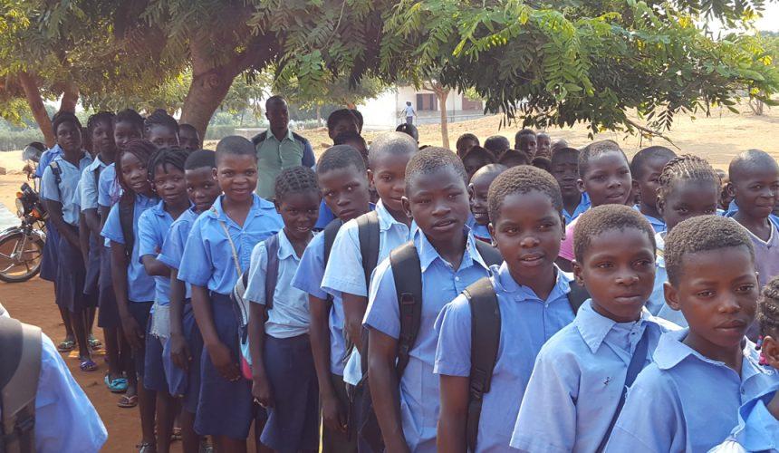 Distrito 1970 quer construir três salas de aulas em Moçambique