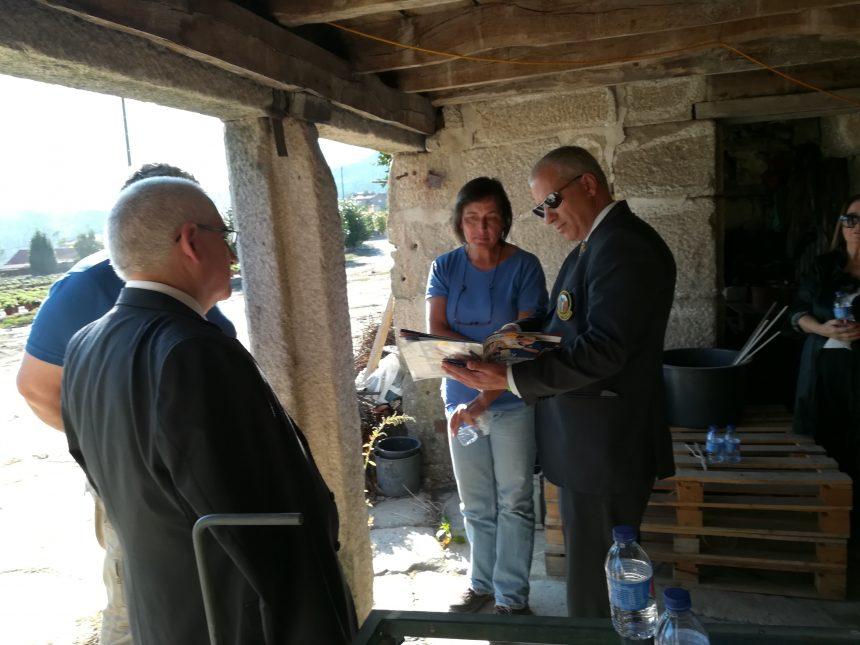 Alberto Soares Carneiro visitou a Ana Lúcia Lopes – Produção de Flores LDA na Póvoa de Lanhoso