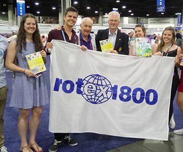 Os antigos alunos do Intercâmbios de Jovens do Rotary ajudam através do Rotex